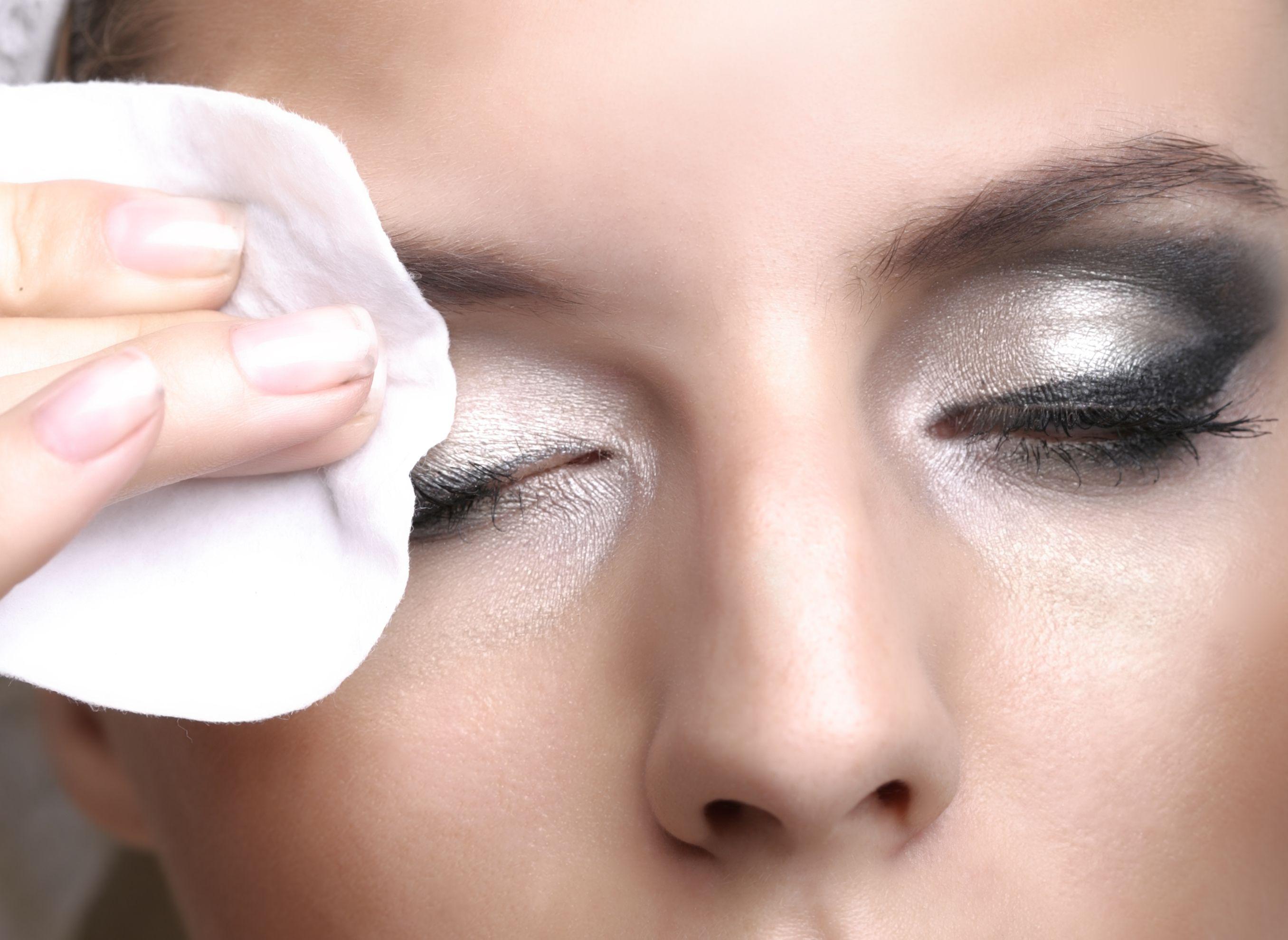 Cómo desmaquillarte los ojos correctamente