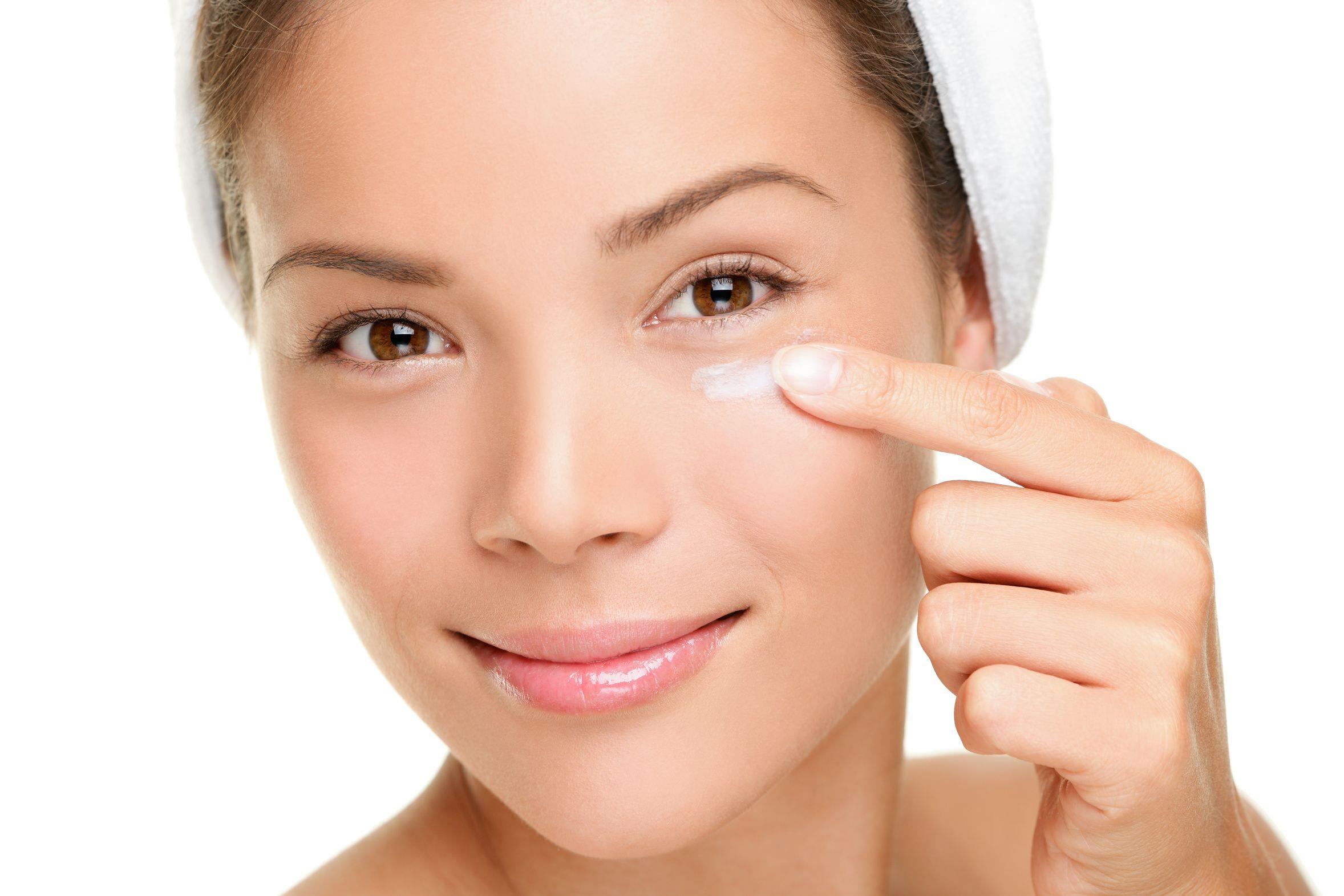 Los 5 mejores contornos de ojos recomendados por dermatólogos