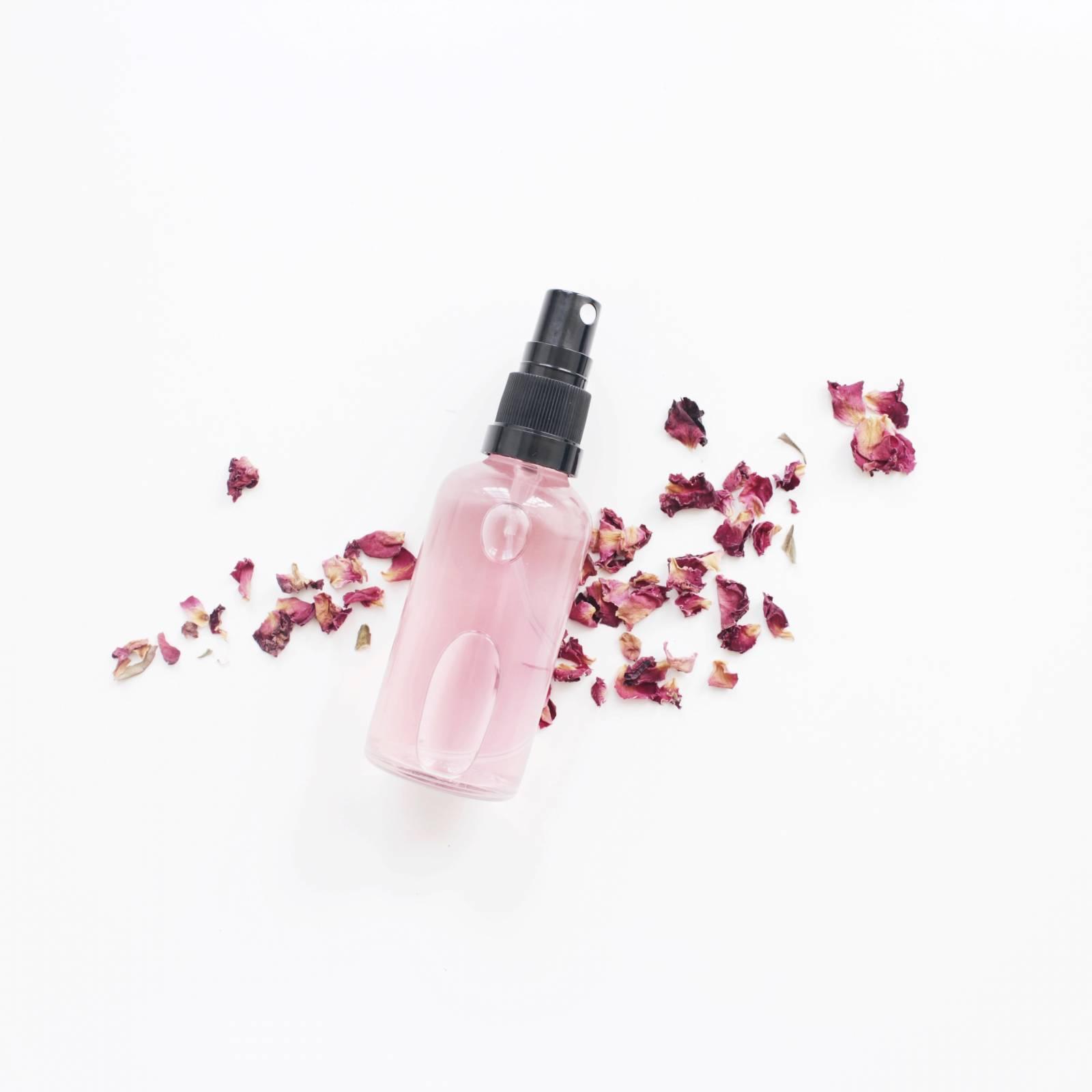 Tónico agua de rosas: beneficios y cómo hacer uno